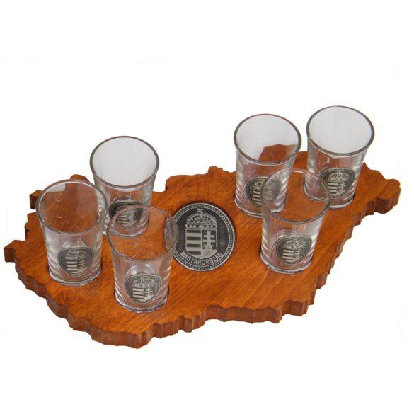 Ital vagy pálinka kínáló, faragott Magyarország (mahagóni színben), 6 db 0,5dl-es ón címeres pohárral, címer óncímkével